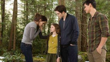 Bella, Edward et Jacob mettront leurs querelles de côté pour sauver la petite Renesmée.
