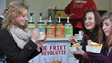 """Les autorités municipales ont lancé un projet de rénovation futuriste de certains """"fritkots"""" (appellation flamande de la friterie ou baraque à frites), où la croustillante spécialité belge est vendue aux touristes comme aux autochtones"""