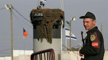 Illustration: un policier égyptien à un poste frontière avec Israël dans le Sinaï