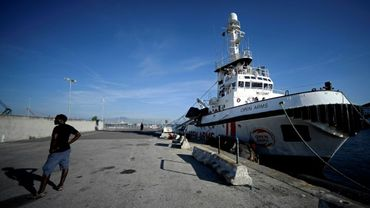 Le navire de l'ONG espagnole Proactiva Open Arms est amarré dans le port de Naples, le 20 juin 2019