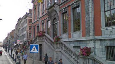 Le Conseil Communal de Liège a adopté une motion demandant la révision de la réforme des allocations d'insertion du gouvernement fédéral.