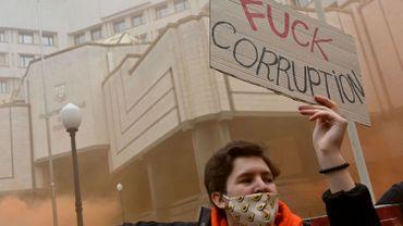 Un millier d'Ukrainiens protestent contre l'annulation de lois anticorruption