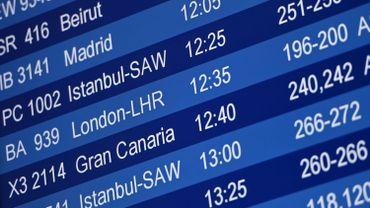 Panneau d'affichage dans un aéroport allemand, fin décembre 2020 (image d'illustration)