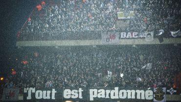 """""""Tout est pardonné"""", la banderole fair-play des supporters carolos à Sclessin"""