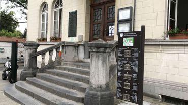 Pas de rampe, juste une volée d'escaliers pour accéder la commune de Watermael-Boitsfort