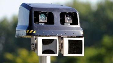 Les radars tronçons permettent de contrôler la vitesse sur une section de route plutôt que sur un point précis.