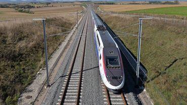 Un TGV transportant 170 passagers et se dirigeant vers Bruxelles-Midi est resté bloqué plusieurs heures à Buizingen après avoir heurté une personne (illustration).