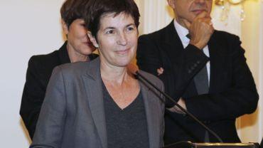 """Christine Angot recevant le Prix Décembre pour """"Un amour impossible"""", en 2015."""