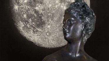 """""""La Lune, du voyage réel aux voyages imaginaires"""" au Grand Palais."""