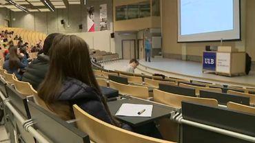 Les universités francophones maintiennent l'enseignement à distance.