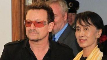 Aung San Suu Kyi avec Bono, le chanteur de U2