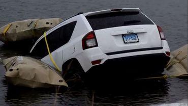 A trop suivre leur GPS, ils finissent dans un lac américain