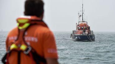 Trois enfants meurent dans le naufrage d'un bateau de plaisance dans la Manche française