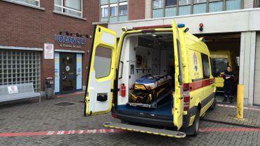 Le service des urgences pédiatriques de la clinique de l'Espérance de Montegnée a accueilli ce midi une série d'enfants touchés par une intoxication au chlore. (Photo RTBFG - Marc Mélon)