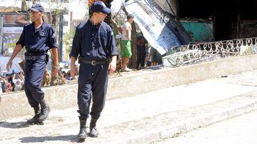 Des policiers patrouillent dans la ville de Tizi Ouzou