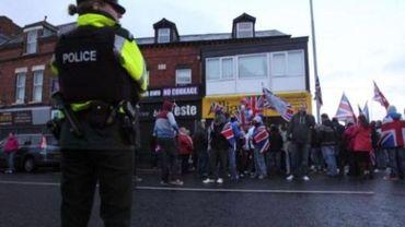 Ulster: nouvelles violences après le vote sur le drapeau britannique