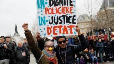 """Quelques milliers de manifestants à Paris contre les """"violences policières"""""""