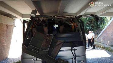 Dix-huit passagers ont été blessés.