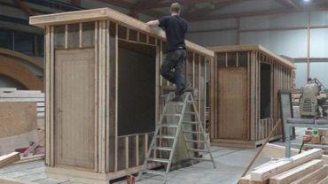 Pour réaliser ces cabanes, Guy Deltour a reçu le soutien d'entrepreneurs, notamment.