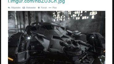 """Snyder dévoile la Batmobile de """"Batman v Superman"""" (2016)."""