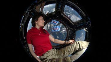 L'astronaute italienne Samantha Cristoforetti dans la Coupole de la Station spatiale internationale lors de sa mission de 2014-15 sur l'ISS, dans une photo fournie par l'Agence spatiale européenne le 3 mars 2021