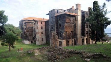 Erigé à la fin du 19e siècle sur une île au large d'Istanbul, l'ancien orphelinat grec-orthodoxe Prinkipo menace aujourd'hui de s'effondrer, exténué après un demi-siècle d'abandon