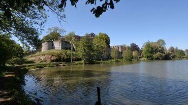 Le château de Barbençon est à vendre.