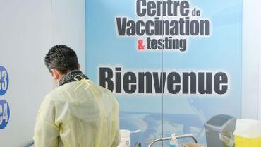 Un millier de Belges non prioritaires auraient été invités par erreur à se faire vacciner contre le coronavirus