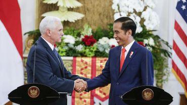 Mike Pence avec le président indonésien le président indonésien Joko Widodo