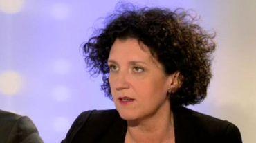 """Prisons: Annemie Turtelboom se défend de tout """"mépris"""" à l'égard des gardiens"""