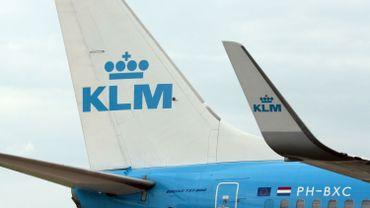 KLM arrête la vente de cigarettes à bord de ses avions