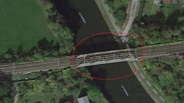 Vue aérienne du pont ferroviaire où a eu lieu l'accident