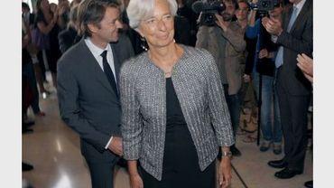 Christine Lagarde et François Baroin à l'issue de la passation de pouvoir le 30 juin 2011 au ministère des Finances à Paris