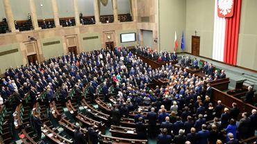 Le président du Parlement polonais, Marek Kuchcinski, ouvre une nouvelle session, le 11 janvier 2017 à Varsovie, au milieu d'une manifestation sans précédent des députés de l'opposition libérale