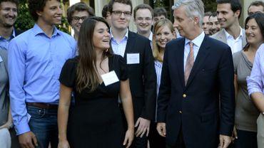 Le Prince Philippe rencontre des étudiants belges de l'Université de Stanford le 9 juin 2013 lors de sa dernière mission économique.