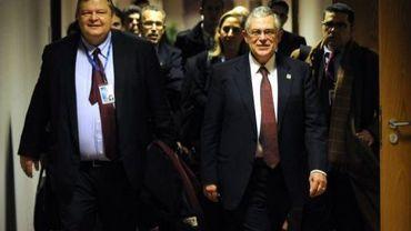 Le ministre grec des Finances Evangélos Vénizélos et le premier ministre grec Lucas Papademos, dans la nuit du 30 au 31 janvier 2012 à Bruxelles