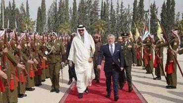 En visite à Amman, l'émir du Qatar promet 10.000 emplois pour des Jordaniens