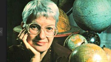 Au cours de sa carrière, Vera Rubin a examiné plus de 200 galaxies.