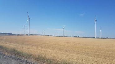 Les éoliennes du site de Dour-Quiévrain ne tournent plus.