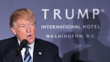 """Face à son retard, le candidat républicain dénonce des sondages """"biaisés"""" contre lui."""