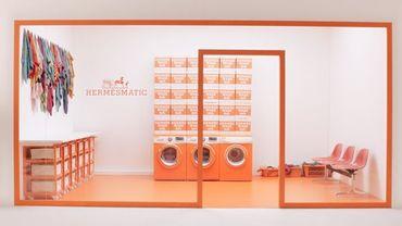La maison Hermès offre un bain de jouvence à ses carrés de soie efd8c1db0d8