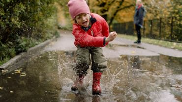 Jetez-vous à l'eau, se promener sous la pluie est bon pour la santé