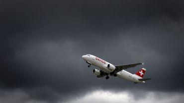 Couverture nuageuse, débordement des pistes proches des côtes et multiplication des turbulences…Le climat s'invite dans l'univers de l'aviation.