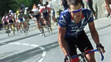Lance Armstrong s'envole vers la victoire.