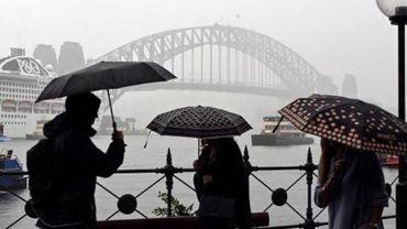 Des pluies torrentielles en Australie éteignent un méga-feu mais génèrent des inondations