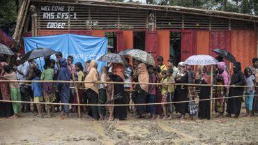 Distribution de nourriture aux réfugiés rohingyas du camp de Kutupalong