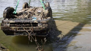 """Débutée en juin dernier, l'opération a permis de """"récupérer"""" plusieurs véhicules dans la Sambre (illustration)."""