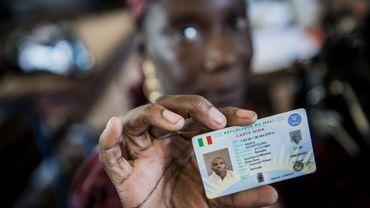 La carte biométrique qui permet de participer au scrutin de dimanche