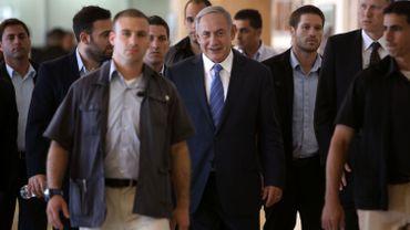 Netanyahu encadré par ses gardes du corps