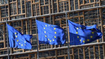 Elections européennes : les Néerlandais et les Britanniques aux urnes